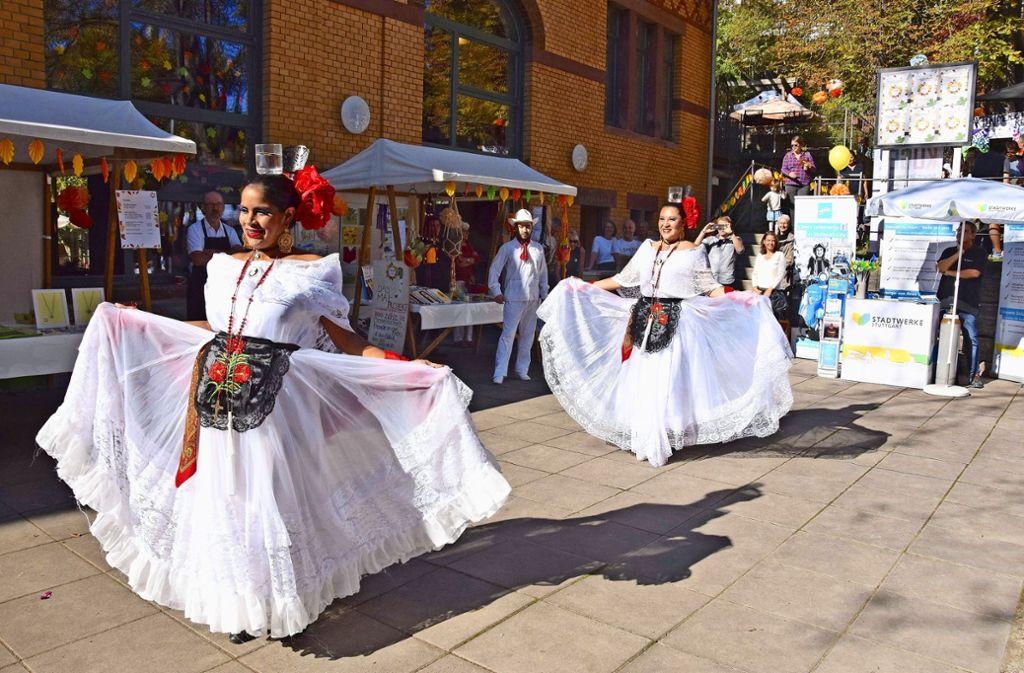 """Die mexikanische Gruppe """"¡Baila Mexico!""""  tanzt den Foto: Petra Mostbacher-Dix"""