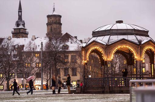 Erste Flocken des Jahres rieseln auf den Schlossplatz