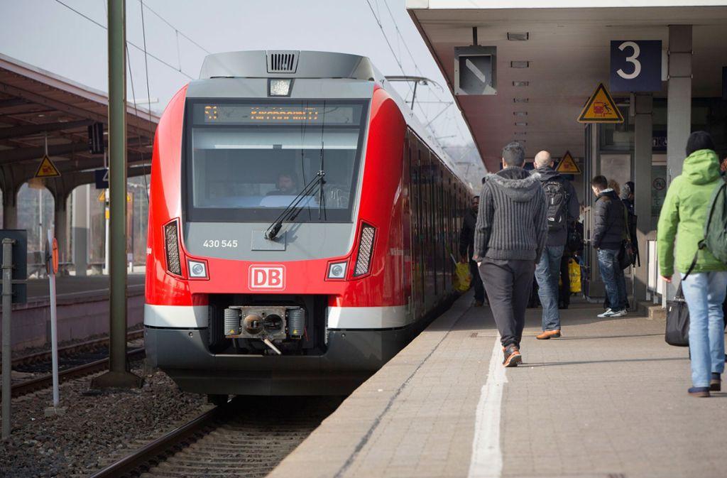 Pro Kurzzug  der S-Bahn-Reihe ET 430, die in der Region Stuttgart auf der S1, S2 und S3 unterwegs ist, gibt es zwölf Sitzplätze erster Klasse. Foto: Michael Steinert