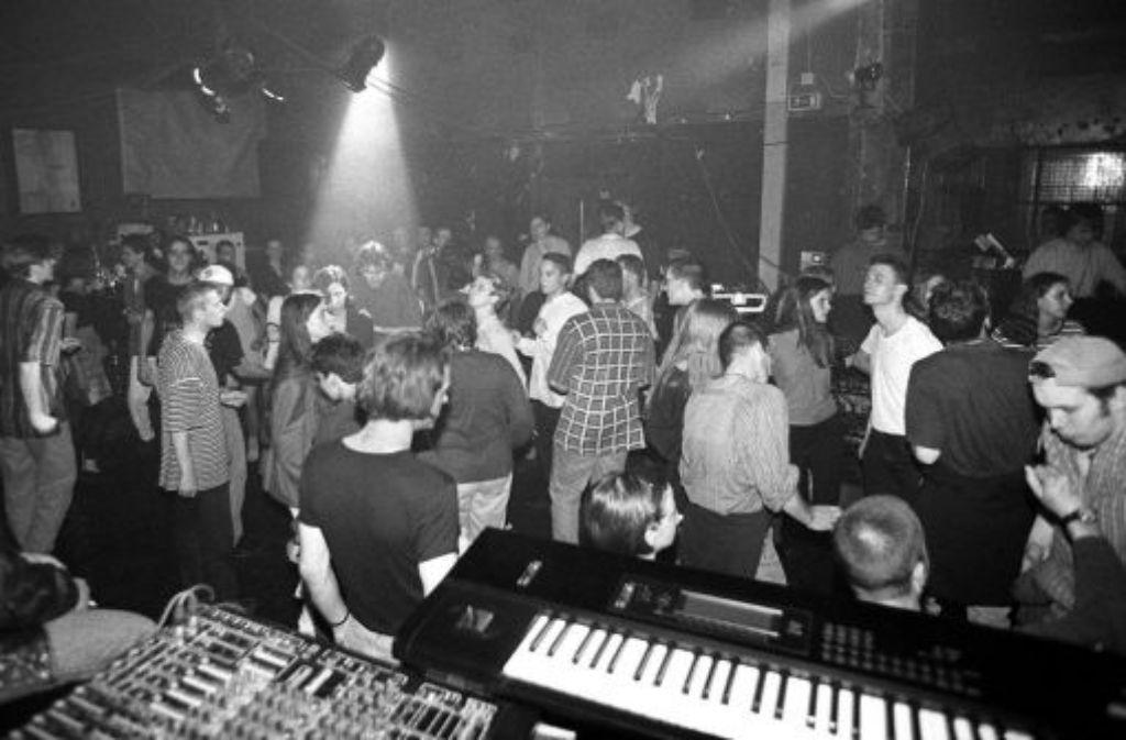 1996 und dem Anlass gemäß in Schwarz-weiß: die letzte Party im Unbekannten Tier Quelle: Unbekannt