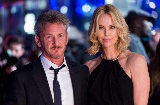Sean Penn hat Charlize Theron dabei