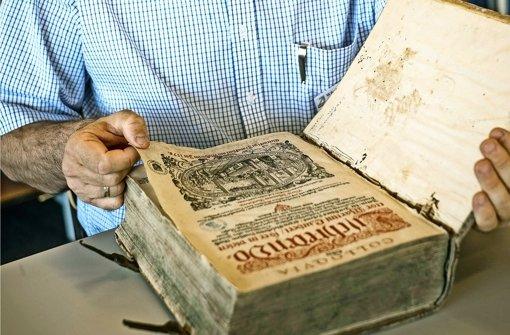 Paten für restaurierungsbedürftige Bücher gesucht