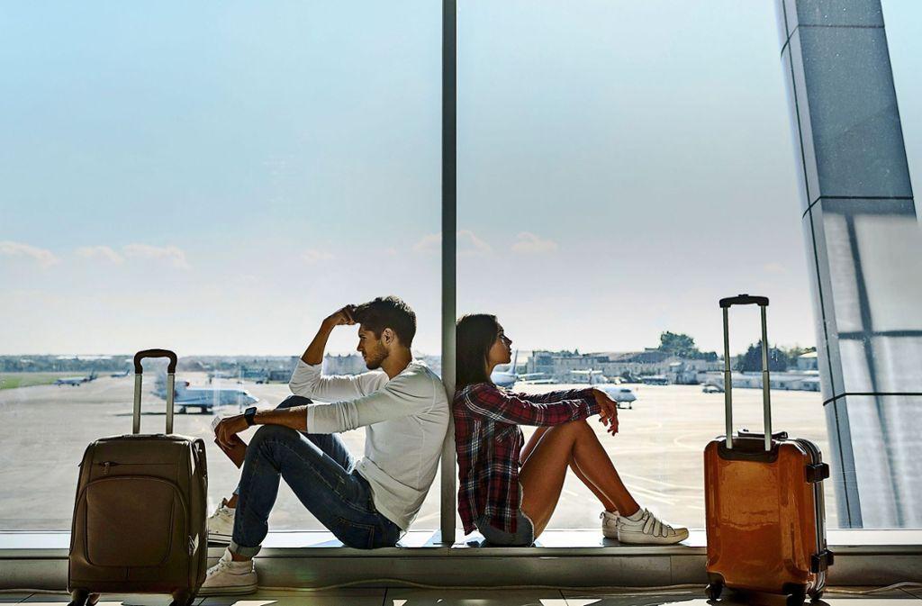 Ist der Flieger verspätet oder hebt gar nicht ab, haben Reisende das Recht auf Entschädigung. Doch wenn ein Streik hinter der Annullierung steht, ist die Sache nicht so einfach. Foto: Adobe