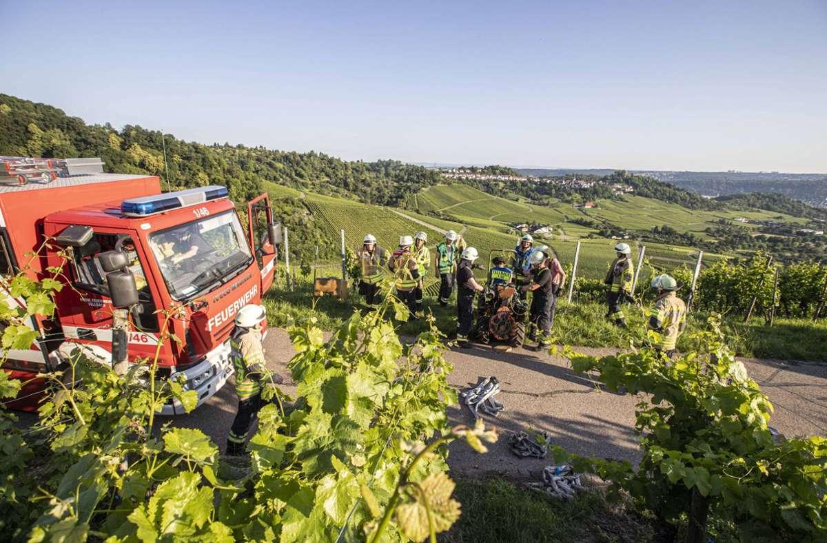 Die Feuerwehr Fellbach ist in die Weinberge ausgerückt. Foto: 7aktuell/Simon Adomat