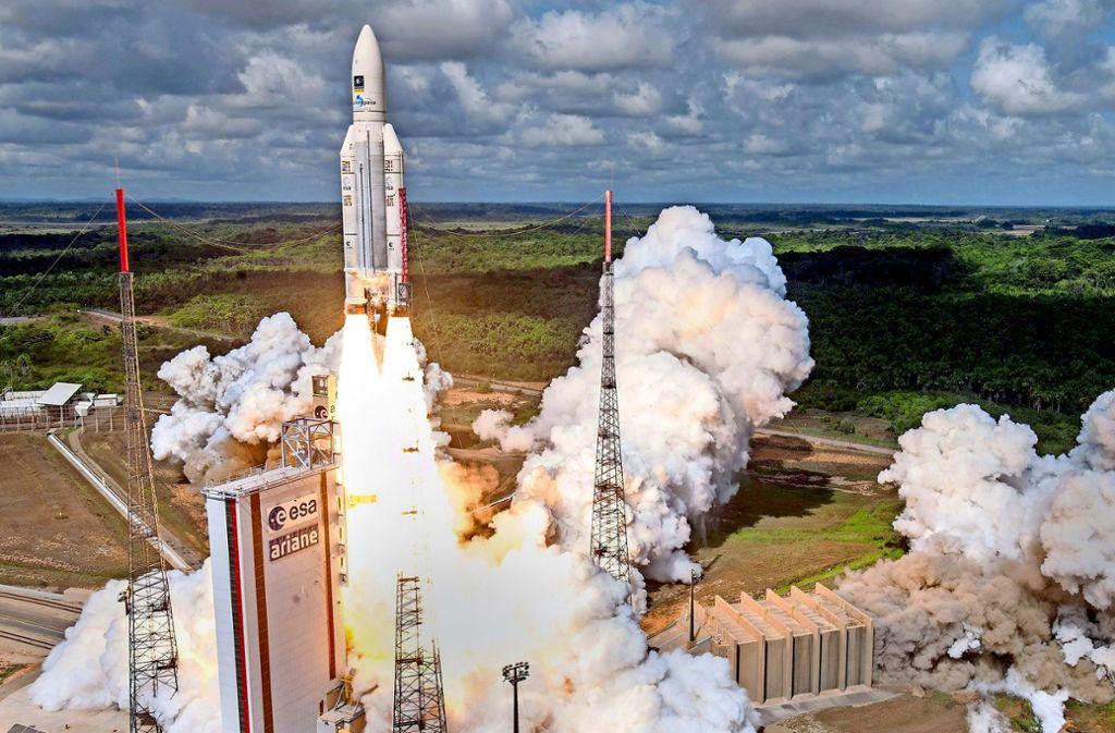 Den Deutschen sind Satelliten-Transporte ins Weltall mit europäischen Ariane-Trägerraketen offenbar zu teuer. Foto: dpa