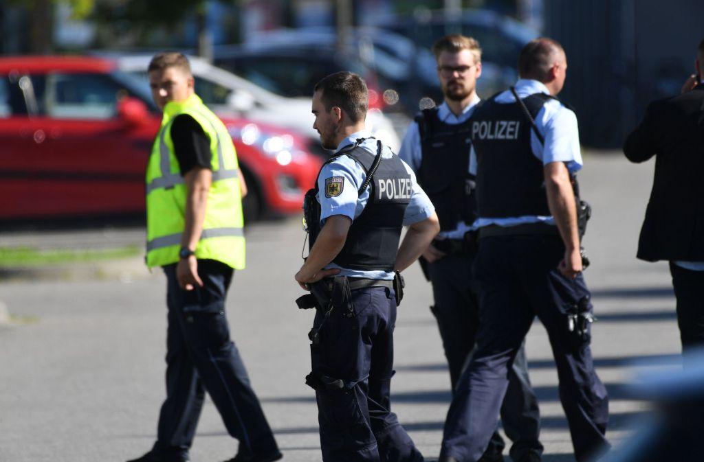 Am Sonntag war die Situation in Konstanz für die Polizei zunächst unübersichtlich. Foto: dpa