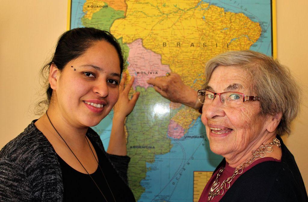 Elisabeth Schmitt (rechts) und Julia Dolores Mamani kennen sich seit September. Ende August trennen sich ihre Wege wieder. Foto: Holowiecki