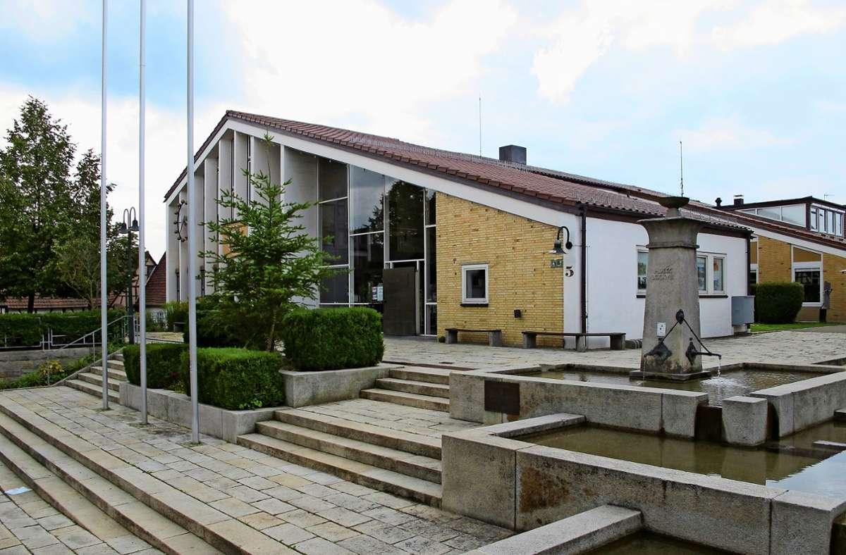 Für den Chefposten im Steinenbronner Rathaus bewerben sich fünf Männer und eine Frau. Foto: Archiv/Malte Klein