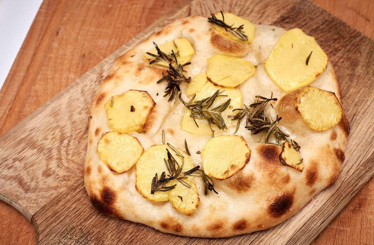 Was für ein großartiges Rezept! Wie einfach die Kartoffelpizza zuzubereiten ist, sehen Sie in der Bildergalerie. Foto: nja