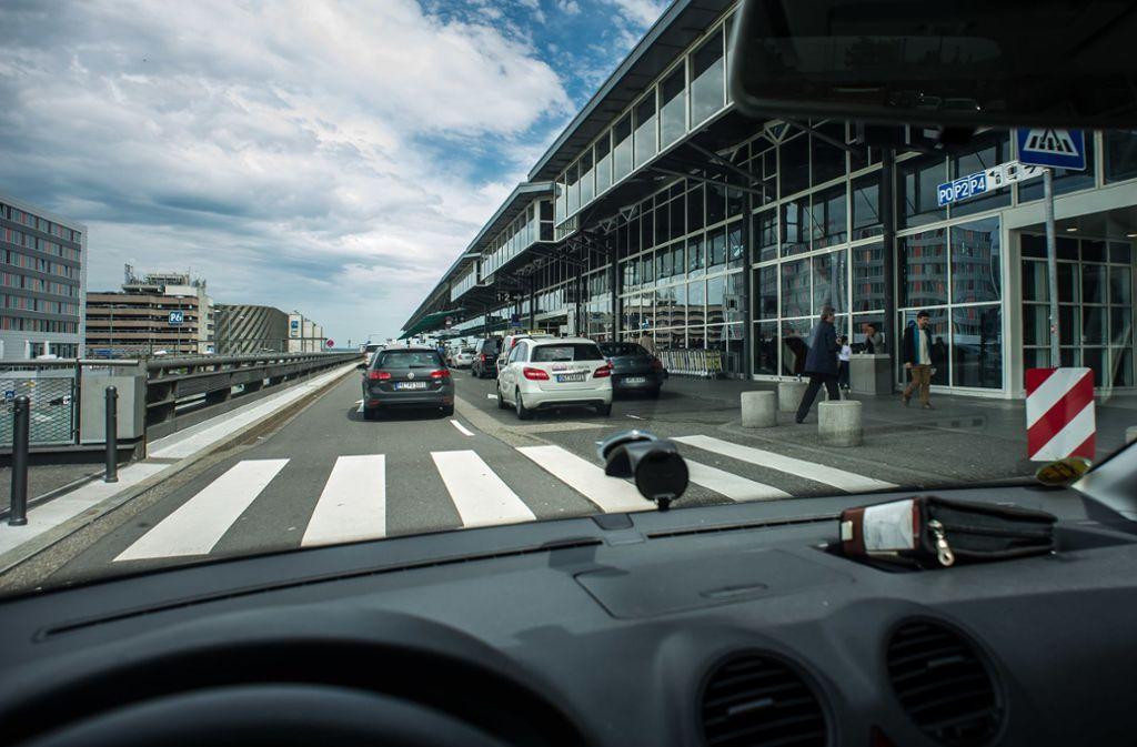 Aus Sicht des Airports  haben Reisende hier genügend Abstellmöglichkeiten. Doch das löst das Grundproblem nicht. Foto: Lichtgut/Max Kovalenko