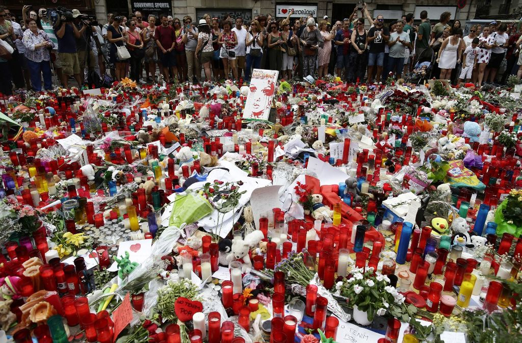 Die Trauer um die OPfer von Barcelona kennt keine Grenzen. Foto: AP