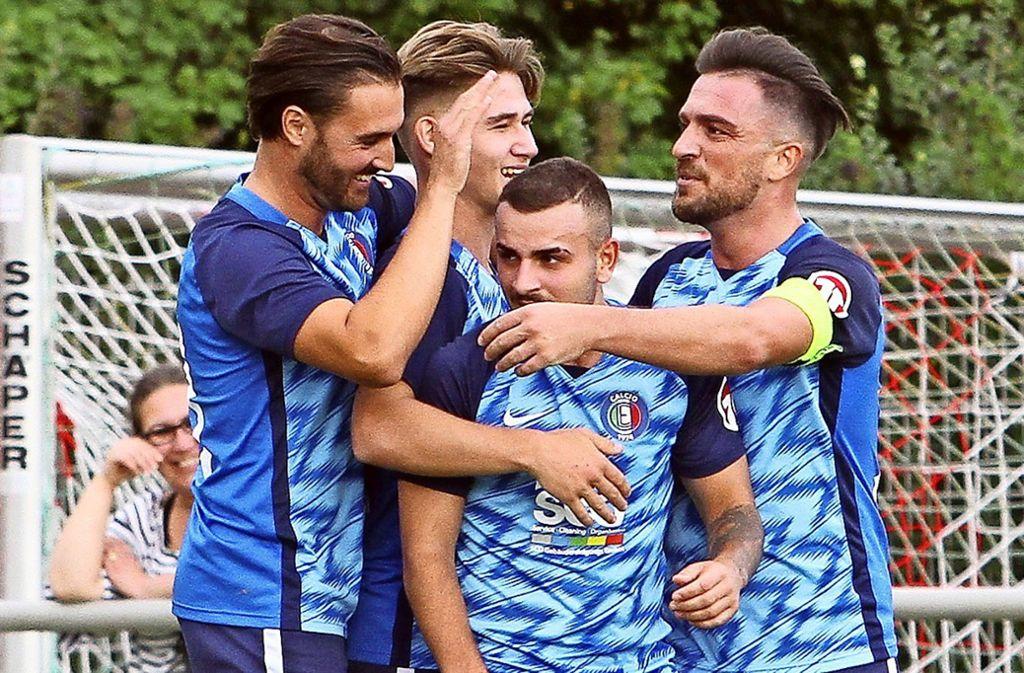 Die Echterdinger Timo Bäuerle, Marcel Bahm, Carmelo Quartuccio und Shaban Ismaili (von links) freuen sich über den nächsten   Sieg. Foto: Yavuz Dural