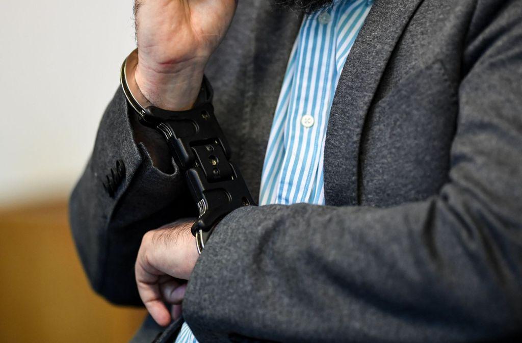 Der Stiefvater gesteht vor dem Landgericht in Freiburg die Tat, aber ohne Mitgefühl zu zeigen (Archivfoto). Foto: dpa
