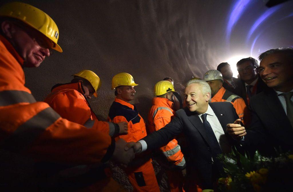 Durch das quellfähige Gestein Anhydrit sollen mehrere Tunnel des Bauprojekts S 21 führen. Welche Gefahren von dem Gestein ausgehen, will das Land jetzt von der Deutschen Bahn genau wissen. Foto: dpa