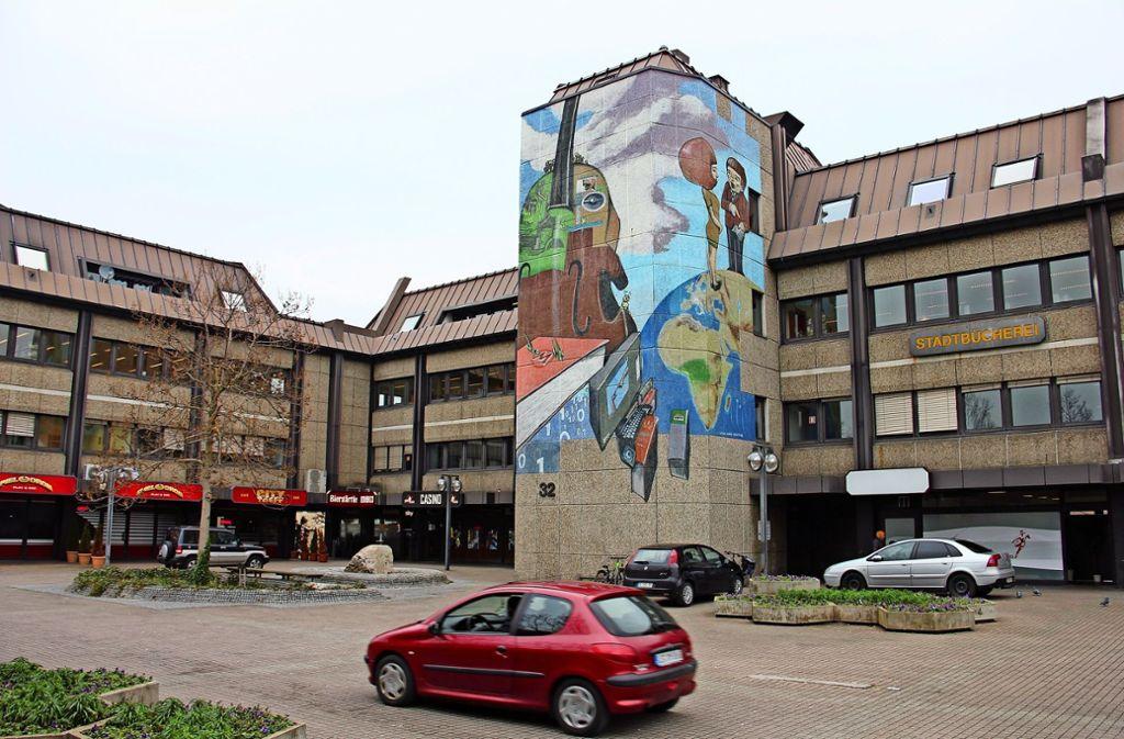 Rund um den Bahnhofsvorplatz in Zuffenhausen gibt es viel Entwicklungspotenzial. Ein städtebaulicher Wettbewerb könnte konkrete Maßnahmen hervorbringen. Foto: Bernd Zeyer (Archiv)
