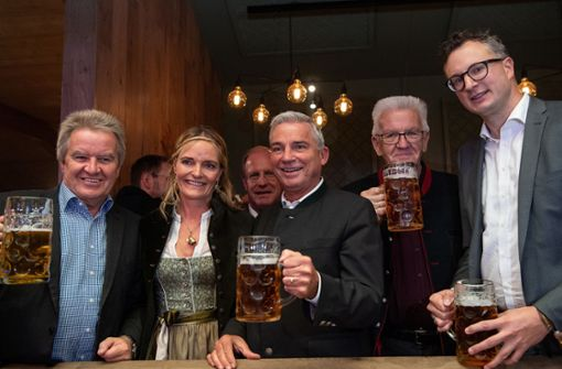 Kretschmann und Minister besuchen Volksfest in Bad Cannstatt