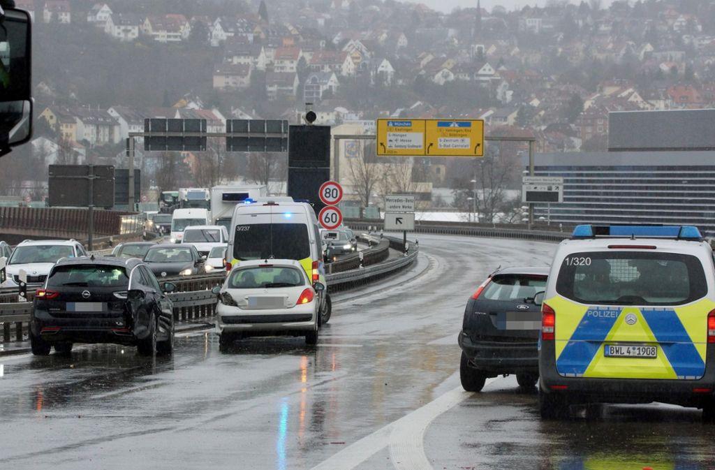 An dem Unfall waren mehrere Autos beteiligt. Foto: Andreas Rosar/Fotoagentur Stuttgart