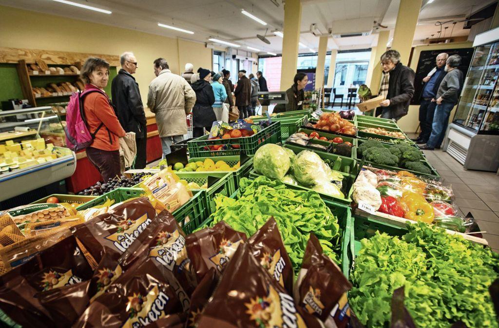 Am Eröffnungstag des Bad Boller Dorfladen haben Angebot und Nachfrage schon gut zusammengepasst. Foto: /Ines Rudel