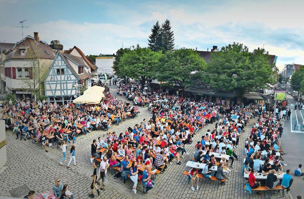 Bei besten Wetter fieberten 2000 Zuschauer beim Finale der Fußball-Weltmeisterschaft auf dem Wettbachplatz mit. Foto: Hanno Kreuter/CCBS