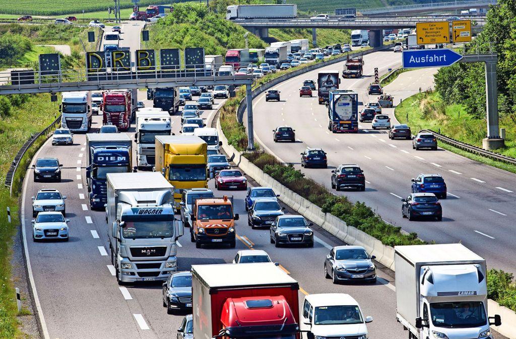 Durch die zweite Ferienwoche in Baden-Württemberg und Bayern kann es auf den Autobahnen wieder länger dauern. (Symbolfoto) Foto: dpa