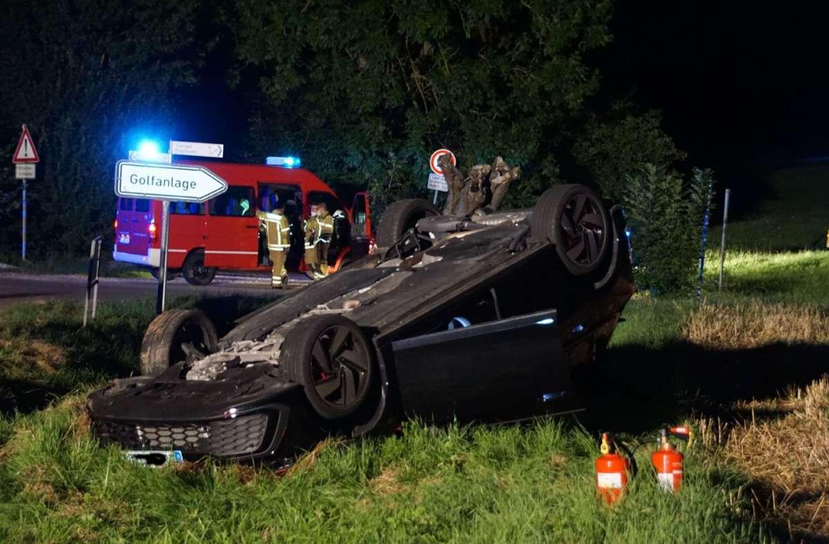 In Neckartenzlingen hat sich ein Auto nach einem Unfall überschlagen. Foto: SDMG/SDMG / Boehmler