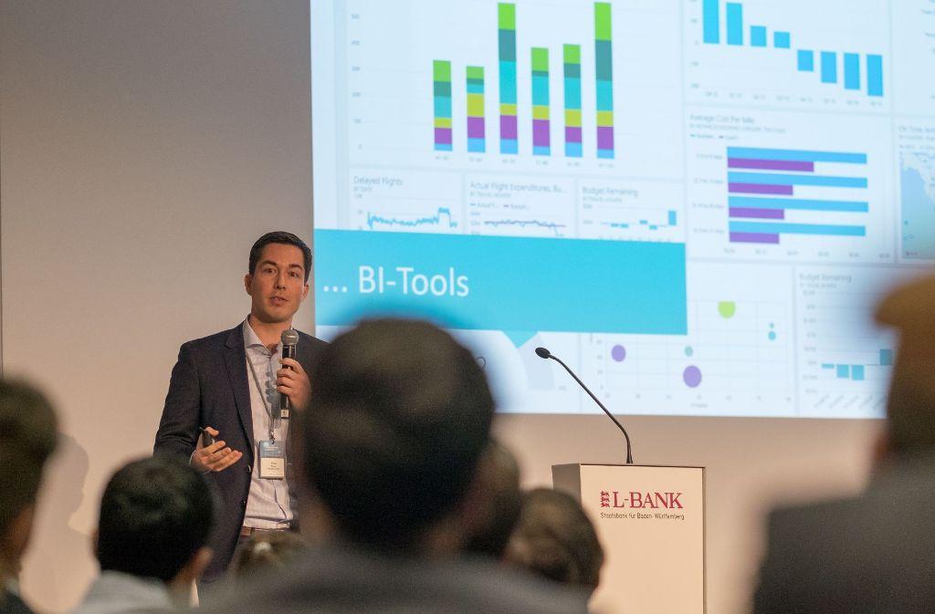 Khai Tran vom Frankfurter Startup Valsight demonstrierte in Stuttgart ein Daten-Analysewerkzeug. Foto: Lichtgut/Max Kovalenko