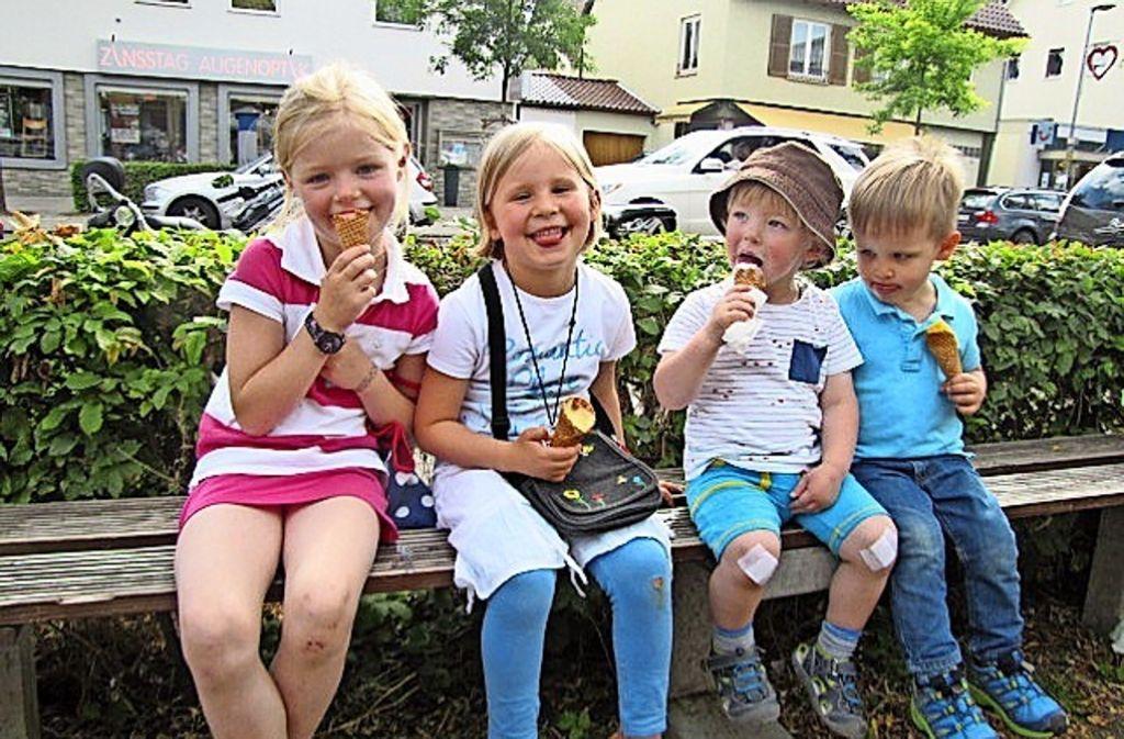 Feierabend hin oder her – für Kinder geht Eis sowieso immer. Foto: Cedric Rehman