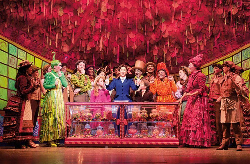 """Die bunte Show   """"Mary Poppins"""" verabschiedet sich im Januar 2018 nach 15 Monaten aus Stuttgart. Foto: Deen van Meer/Stage-Entertainment"""