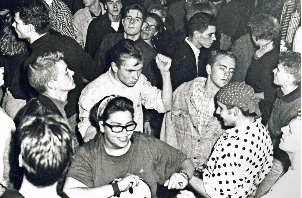 Tänzer bei einer Acid-Party im legendären  Oz  im Jahr 1988. Foto: Uli Kraufmann