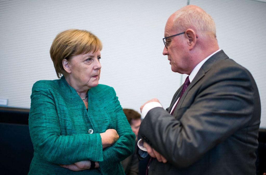 Die Abwahl von Volker Kauder als Fraktionsvorsitzender der Union hat auch Kanzlerin Angela Merkel getroffen. Foto: dpa