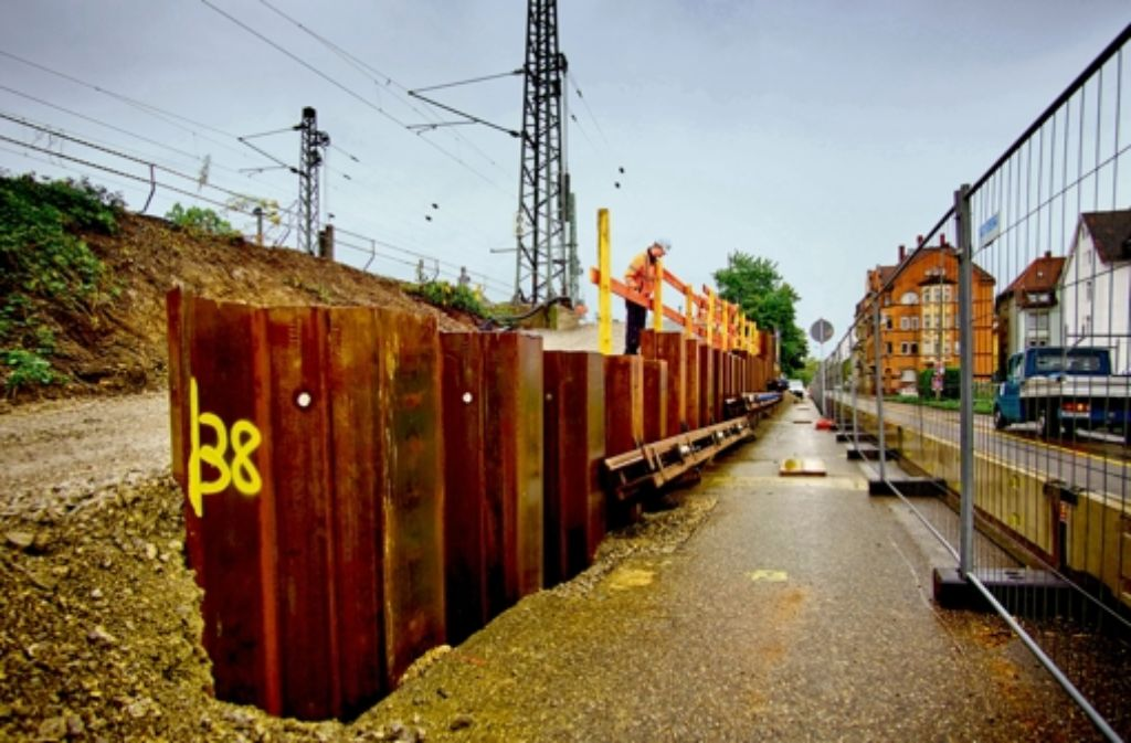 An der Benzstraße entsteht eine Baustellenzufahrt für den Neckartunnel. Die Geschichte des Bahnprojekts Stuttgart 21 zeigen wir in der Fotostrecke. Foto: Heinz Heiss