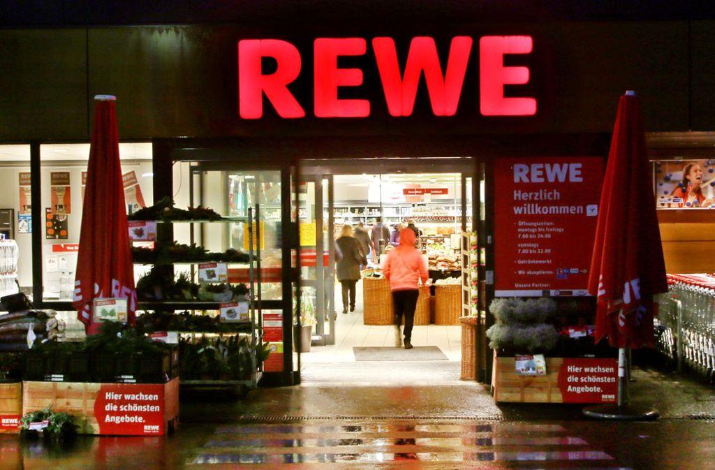 Eine Rewe-Filiale in Essen (Archivbild) Foto: dpa/Roland Weihrauch