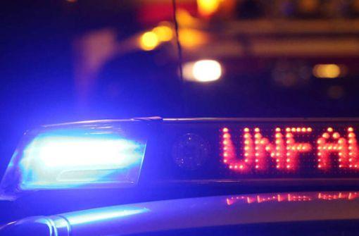 Stauende übersehen: Mann schwer verletzt
