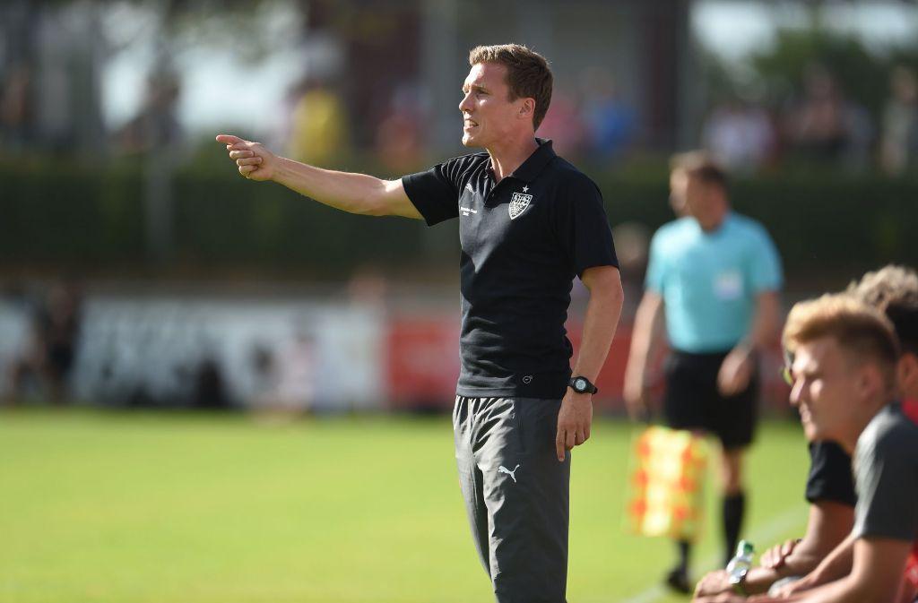 Hannes Wolf gibt die Richtung beim VfB noch eine ganze Weile vor. Der Trainer hat seinen Vertrag bis 2019 verlängert. Foto: dpa