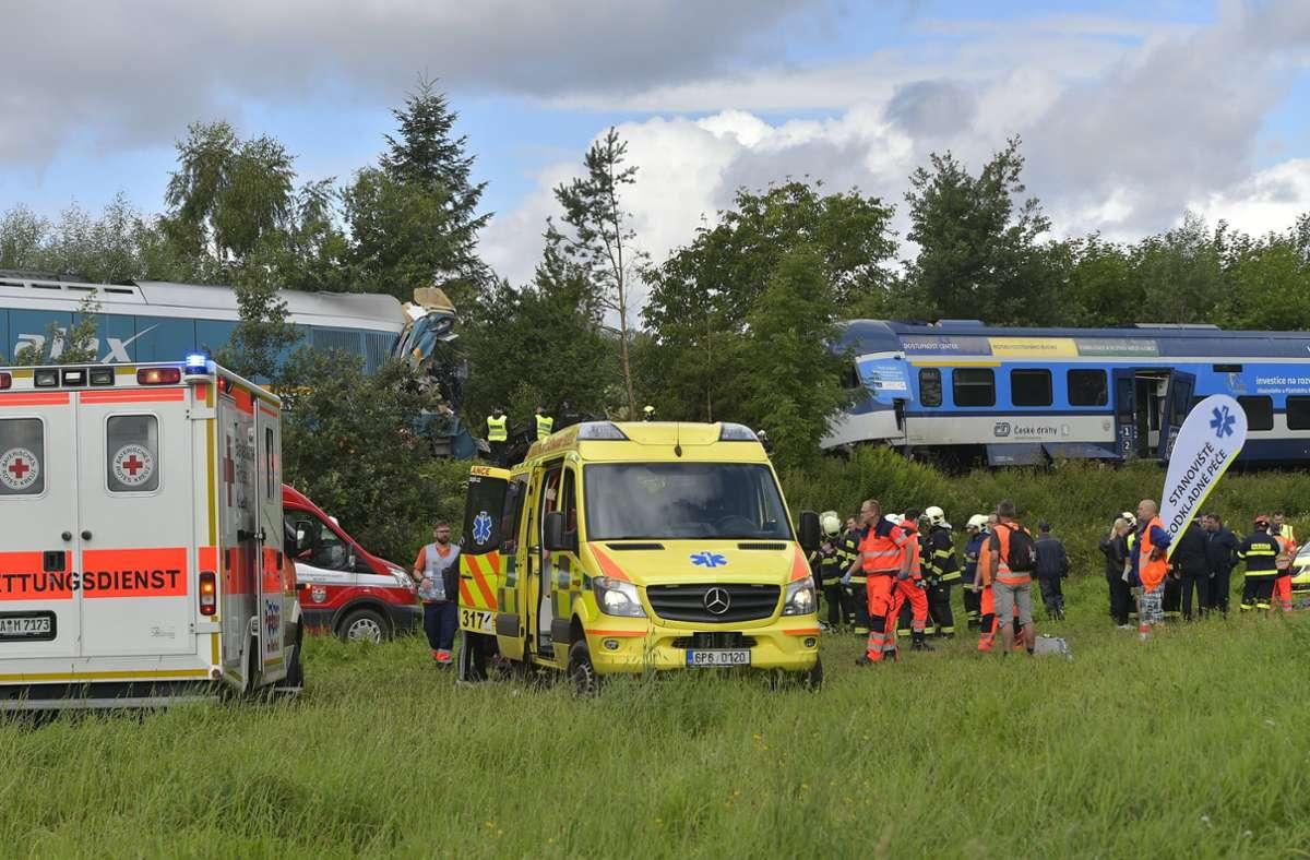 Ein aus München kommender Expresszug ist in Tschechien mit einem Personenzug zusammengestoßen. Foto: dpa/Chaloupka Miroslav