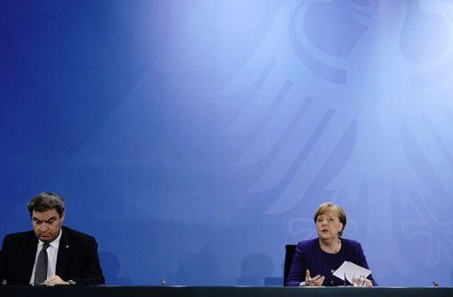 Söder und Merkel witzeln über Urlaubsziele in Deutschland