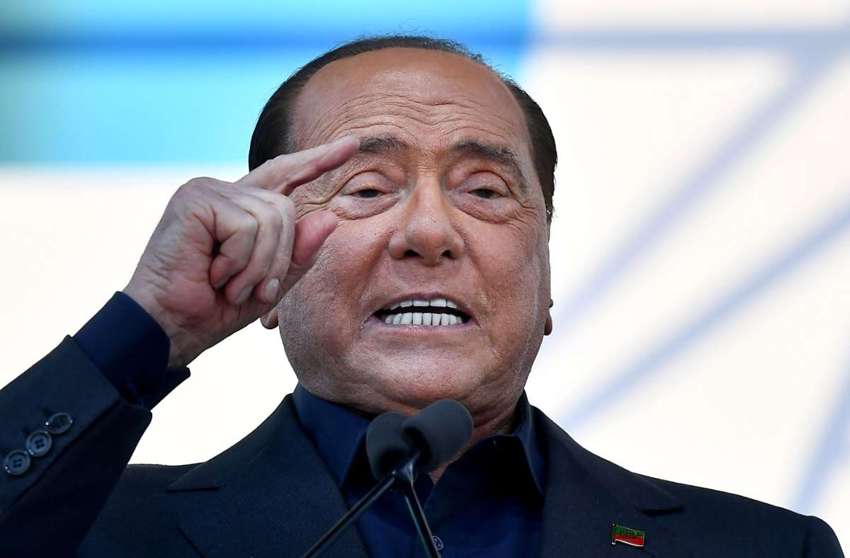 Silvio Berlusconi wurde positiv auf das Coronavirus getestet. Foto: AFP/TIZIANA FABI