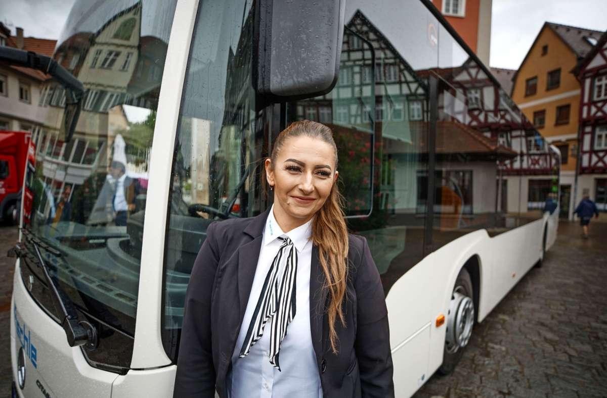 Nilüfer Keskin ist seit zwölf  Jahren Busfahrerin in Schorndorf. Foto: /Gottfried Stoppel