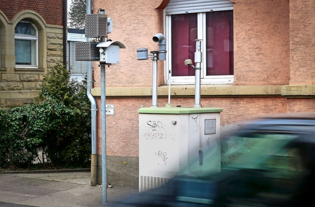 Schildbürgerstreich?  Ludwigsburg will mit  Filtern  die Luft  um die Messstation an der Friedrichstraße säubern. Foto: factum/ /Simon Granville