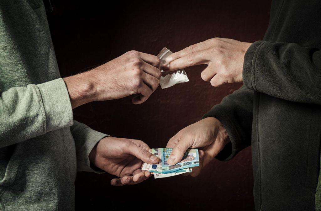 Die Polizei hat in Bad Cannstatt einen mutmaßlichen Drogendealer verhaftet. (Symbolbild) Foto: Shutterstock/Fuss Sergey