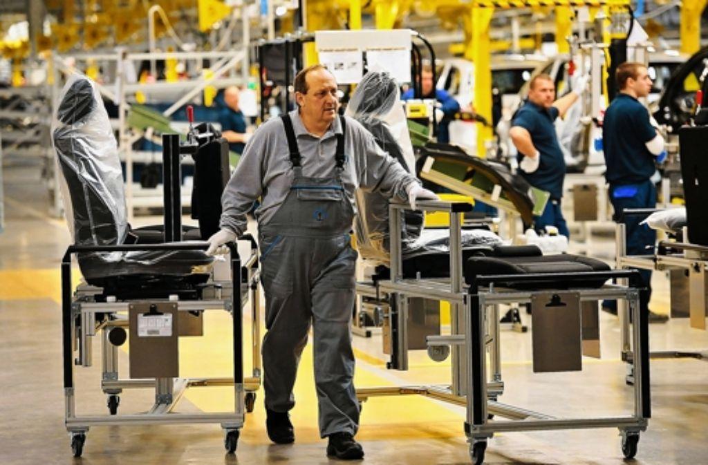 Die Lohnkosten im neuen ungarischen Daimler-Werk sind um 70 Prozent niedriger als in Deutschland. Dies sorgt für Diskussionen. Foto: MTI