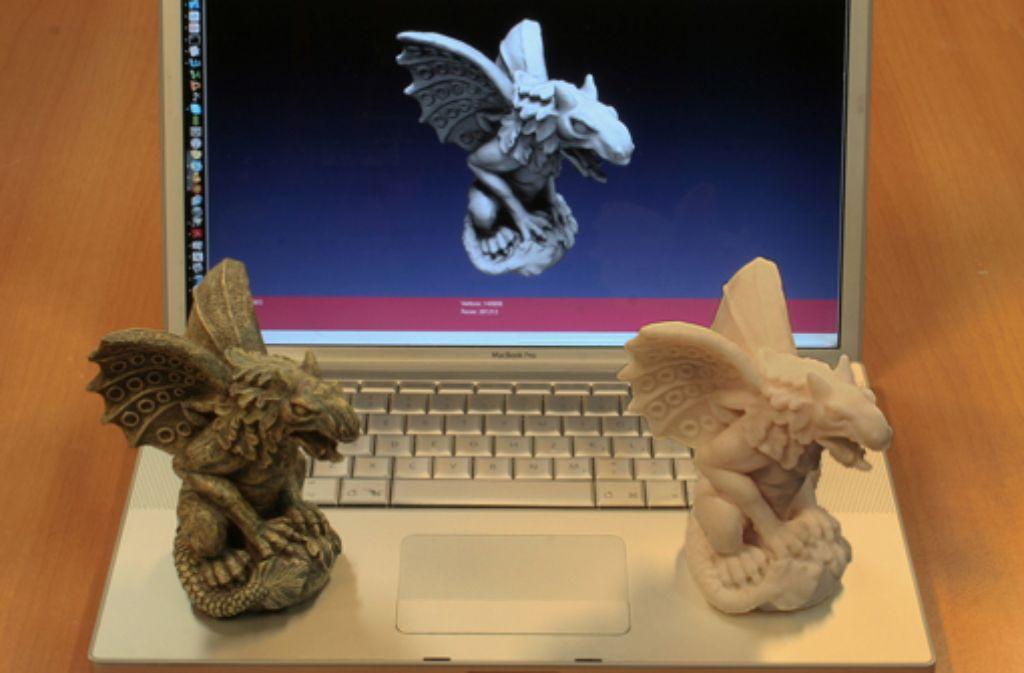 Original und Kopie: mit dem 3-D-Scanner aufgenommen, mit dem 3-D-Drucker erschaffen. Foto: ALoopingIcon