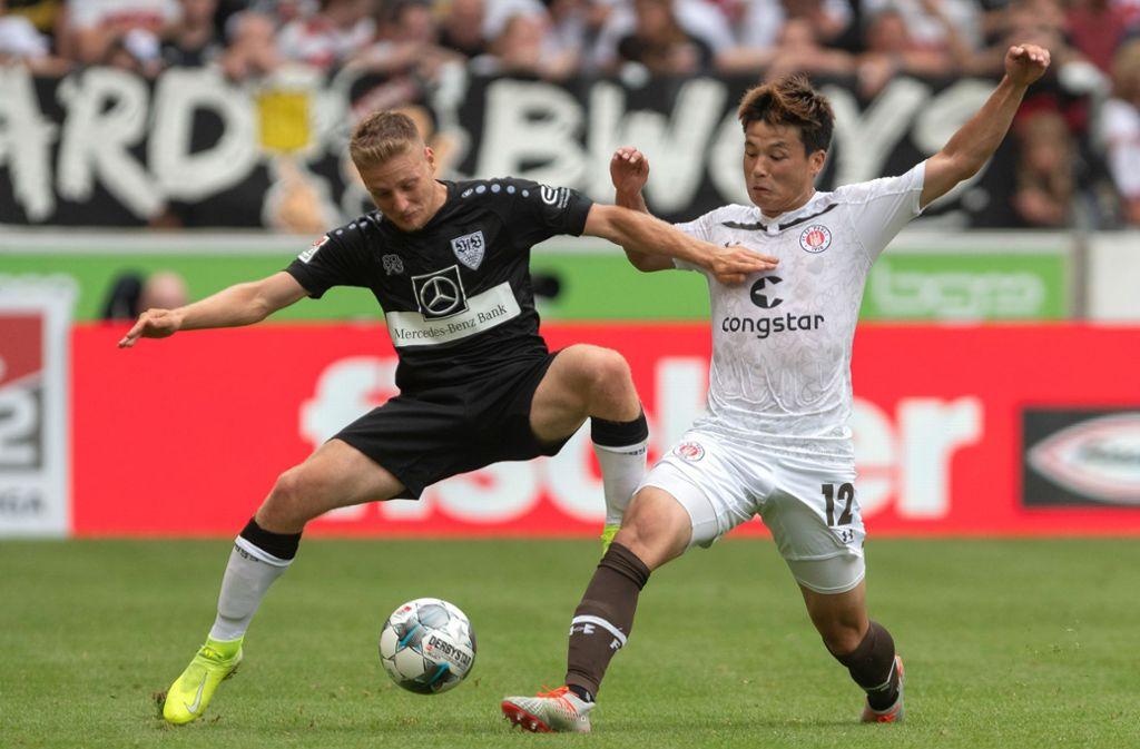 VfB-Mittelfeldspieler Santiago Ascacibar (links) war zuletzt intern gesperrt. Foto: dpa/Daniel Maurer