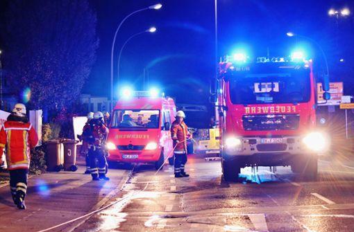 Keller in Mehrfamilienhaus brennt - Gebäude evakuiert
