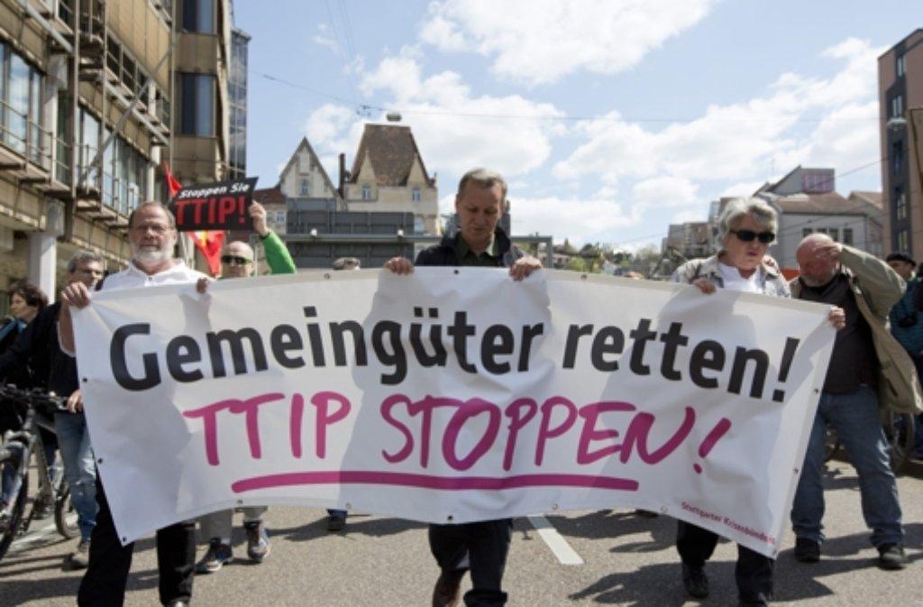 In Stuttgart und ganz Deutschland sind Menschen gegen TTIP auf die Straße gegangen. Foto: dpa