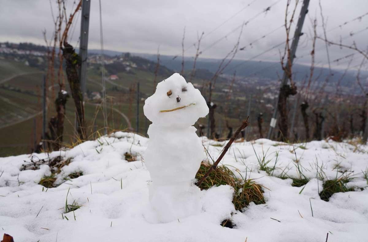 Für einen kleinen Schneemann hat es gereicht – Schnee auf dem Rotenberg. Foto: Andreas Rosar Fotoagentur-Stuttg