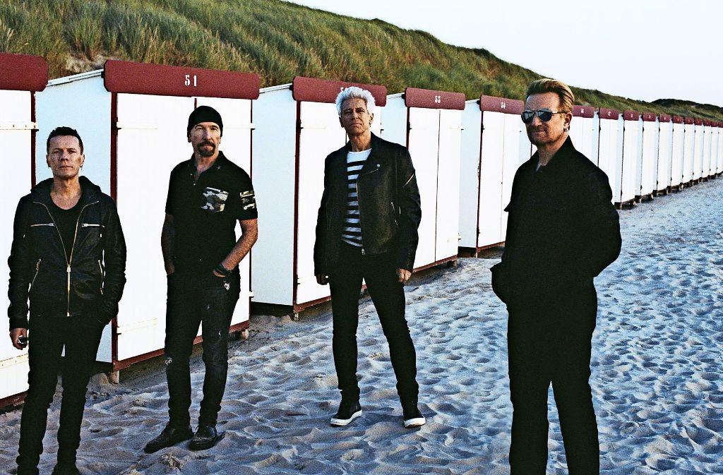 Auf  Richtungssuche: die Band U2 mit dem Schlagzeuger Larry Mullen, dem Gitarristen The Edge, dem Bassisten Adam Clayton und dem Sänger Bono (v. li.) Foto: Anton Corbijn