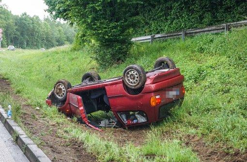 Von Mercedes geschnitten – VW überschlägt sich