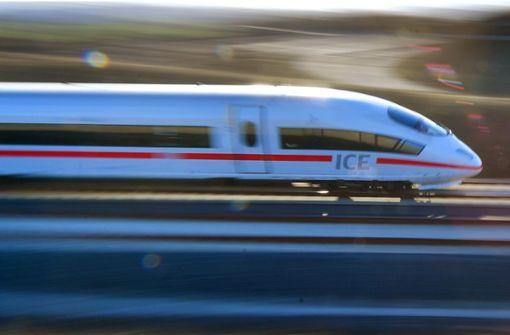 ICE stoppt auf offener Strecke – Reisende warten stundenlang