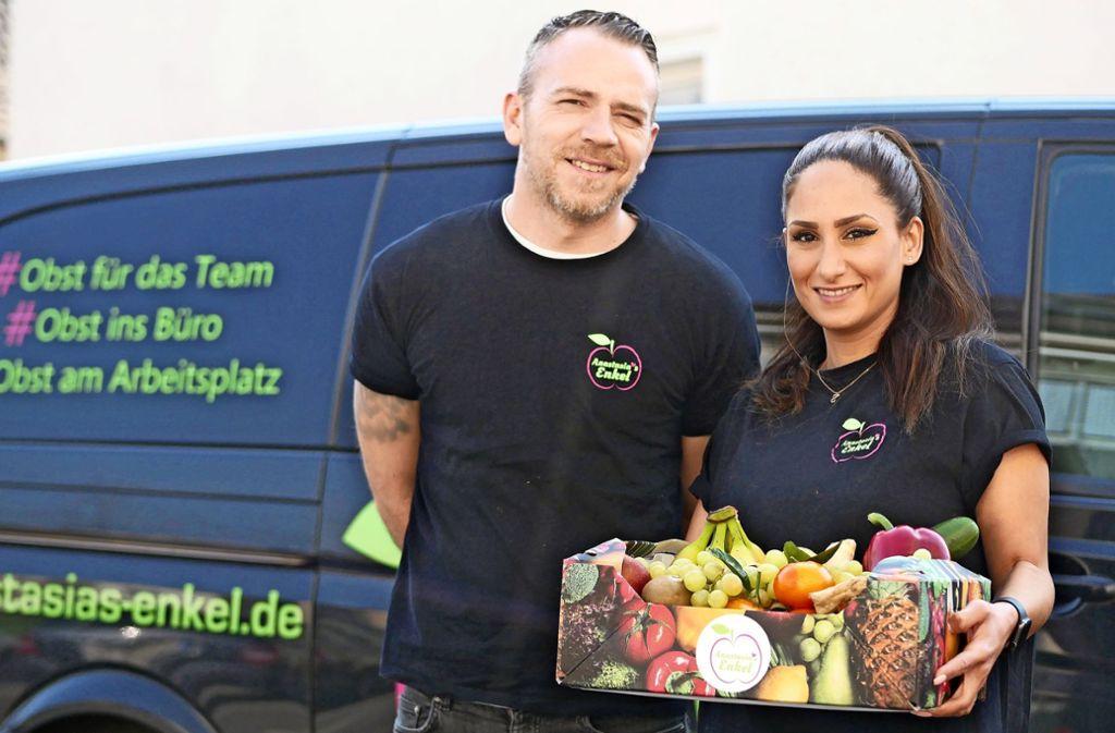 Statt Kindergärten und Schulen liefern Sissy und Pavlos Palousi nun Privathaushalten Gemüse und Obst bis vor die Tür. Foto: Eileen Breuer